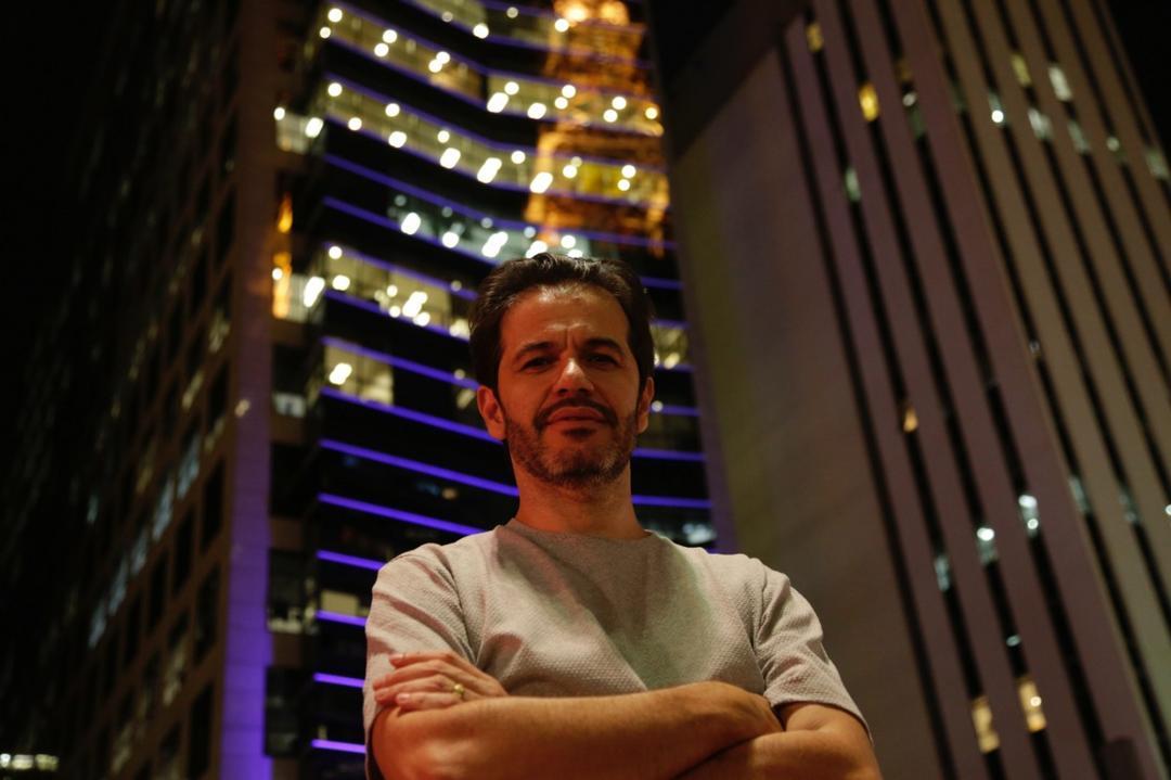 Jornalista Patrick Santos lança autobiografia